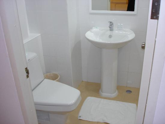 Grand Watergate Hotel: Toilet
