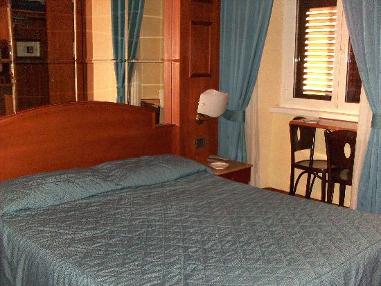 69 Manin Street De Luxe Bed & Breakfast: Room
