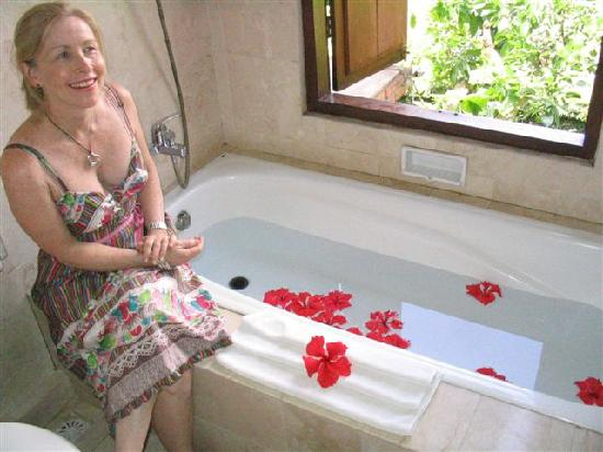 Bebek Tepi Sawah Villas & Spa: the bath