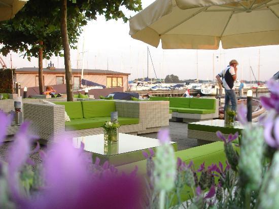 Fletcher Hotel-Restaurant Loosdrecht-Amsterdam: lounge terrace