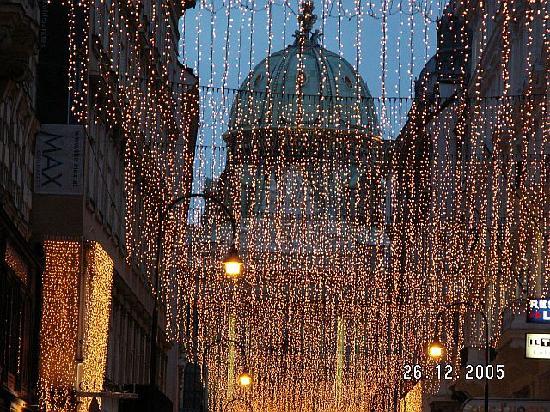 Weihnachtsbeleuchtung Forum.Kohlmarkt Mit Weihnachtsbeleuchtung Picture Of Vienna Region