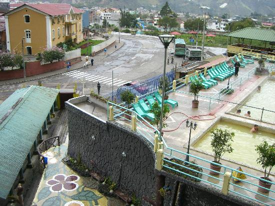 Sangay Spa Hotel: Banos (hotel on left)