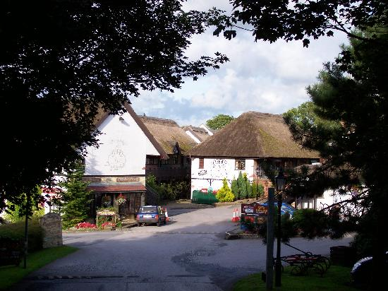 Guy's Thatched Hamlet: Entrance at Guys