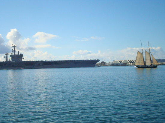 San Diego, Californië: USS Nimitz heading to the Pacific
