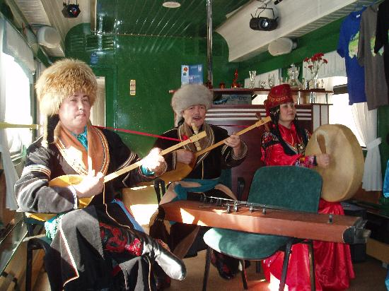 Siberia, Rusia: Entertainers came onboard , fantastic cultural music and singing including throat singing.