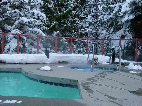 Alpenglow Lodge: Pool and Hot Tub