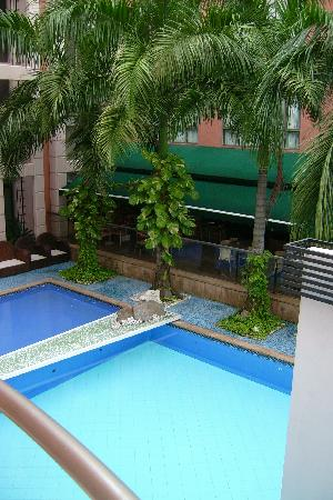 Country International Hotel: the pool area