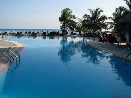 Kuredu Island Resort & Spa: One of the 2 swimming pools