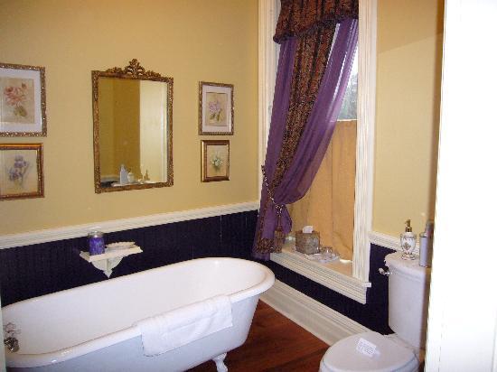 The Grove -- The Inn on Harlee: Then Senator's Bath