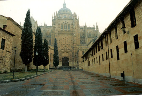 Salamanque, Espagne : Patio Chico and Cathedral at Salamanca, Spain