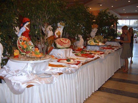 Miramare Queen Hotel: buffet à l'intérieur
