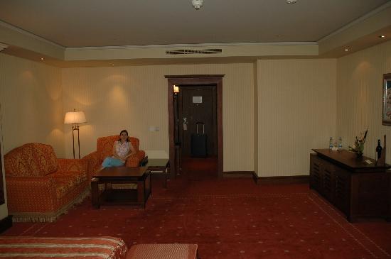 Grand Hotel Sofia: Spacious room - take 2