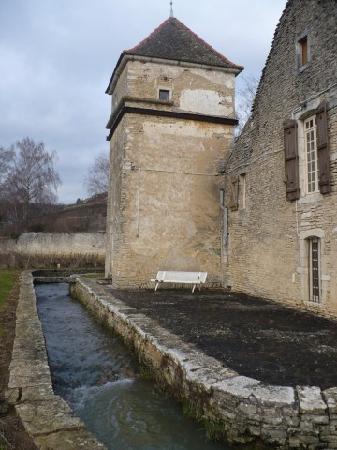 Domaine du Moulin aux Moines: Side