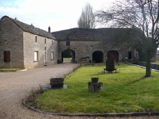 Domaine du Moulin aux Moines: Courtyard