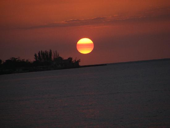 Shields Negril Villas: Absolutley amazing sunset !