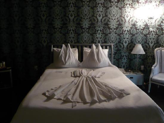 Dorset Hotel: Room D214 - 01