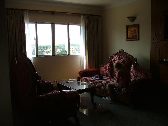 Sorry dark photo - Stitting area May Hotel Rom 1202