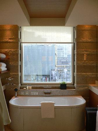 salle de bains luxueuse picture of the peninsula tokyo chiyoda tripadvisor. Black Bedroom Furniture Sets. Home Design Ideas