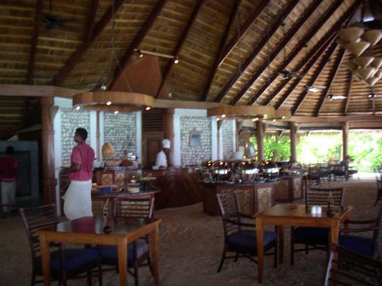 Komandoo Maldives Island Resort: The restaurant