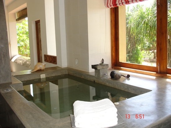 Aditya: Massive jacuzzi in the bathroom