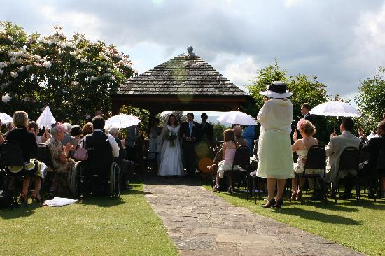 Cragwood Country House Hotel: Garden wedding location at the Cragwood