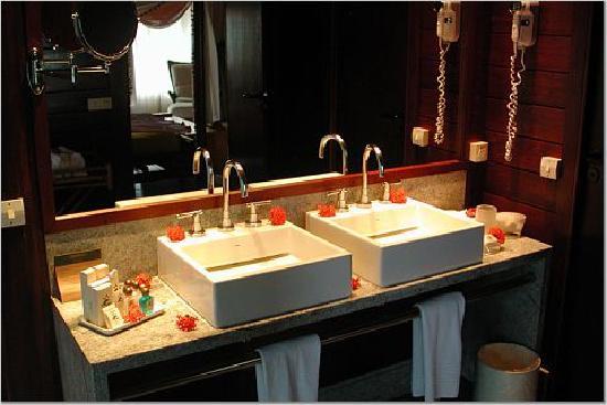 Nannai Resort & Spa: upstairs vanity
