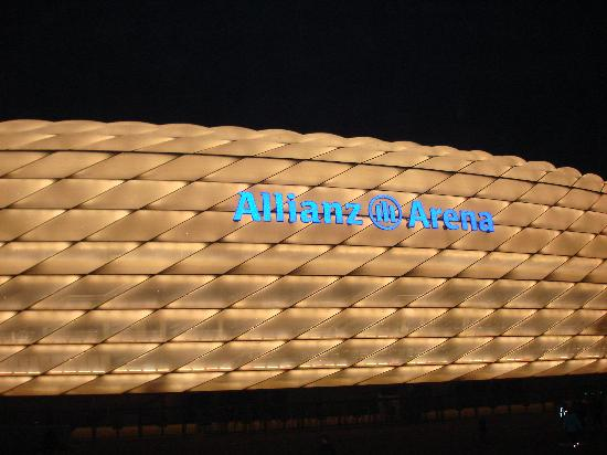 Allianz Arena: All lit up at night