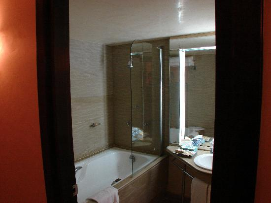 Movenpick Hotel & Casino Malabata Tanger : salle de bains