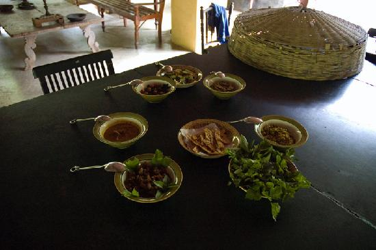 Kandy Samadhi Centre: Home cooked food