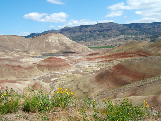 John Day Fossil Beds National Monument: The Painted Hills, Oregon