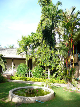 Badjao Inn & Restaurant: Beautiful gardens