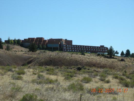 Kah-Nee-Ta Resort & Spa: The Lodge on the bluff