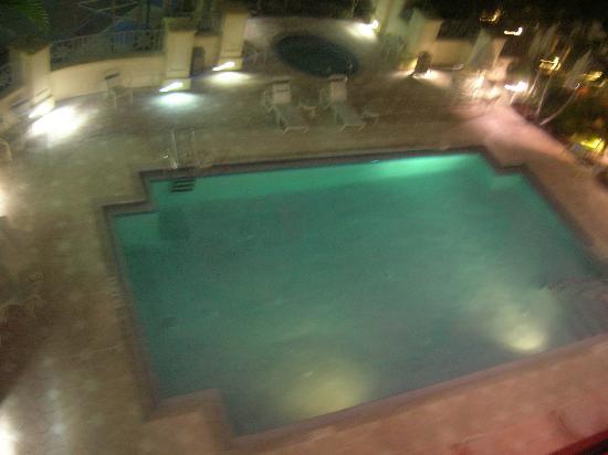 Hilton Garden Inn Ft. Lauderdale Airport-Cruise Port: Pool at night