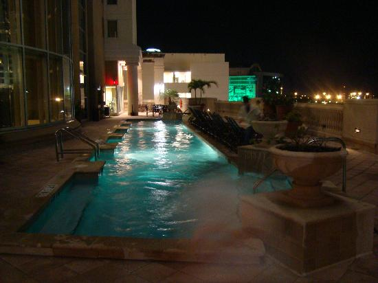 Embassy Suites by Hilton Tampa - Downtown Convention Center: Roof pool