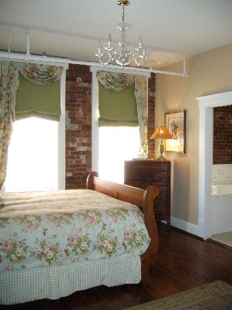The Dwell Hotel: Third floor queen room
