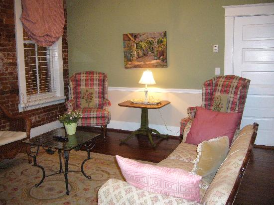 The Dwell Hotel: Third floor queen suite