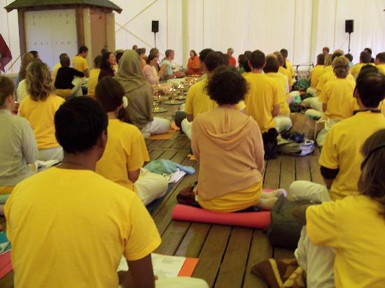 Sivananda Ashram Yoga Retreat: Listening to a lecture