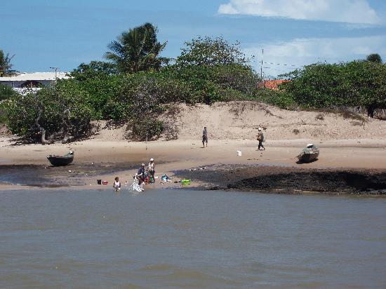 Camocim, CE: un po di bucato nel fiume
