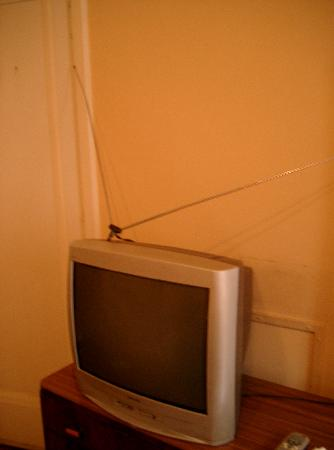 City Hotel: Television of the room 408 - no cable TV
