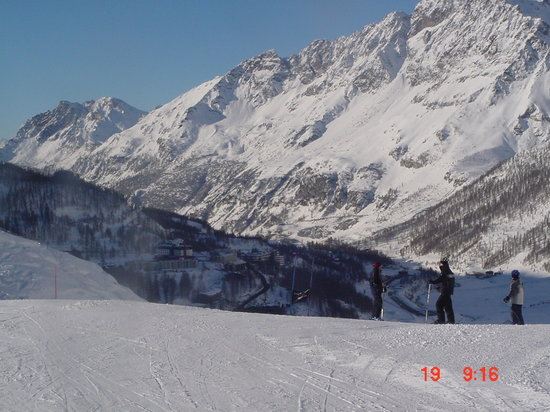 Breuil-Cervinia, Italie : Getting ready to go down