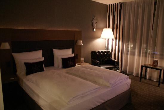 Moevenpick Hotel Stuttgart Airport & Messe: Bedroom