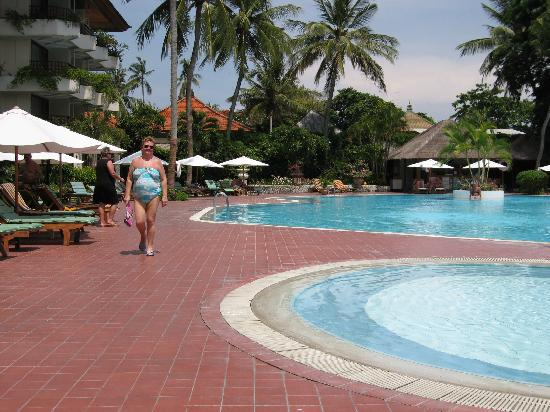 Prama Sanur Beach Bali: By the hotel pool