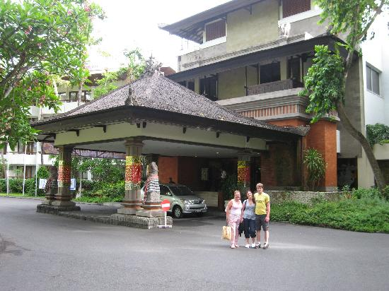 Prama Sanur Beach Bali: Entrance to hotel