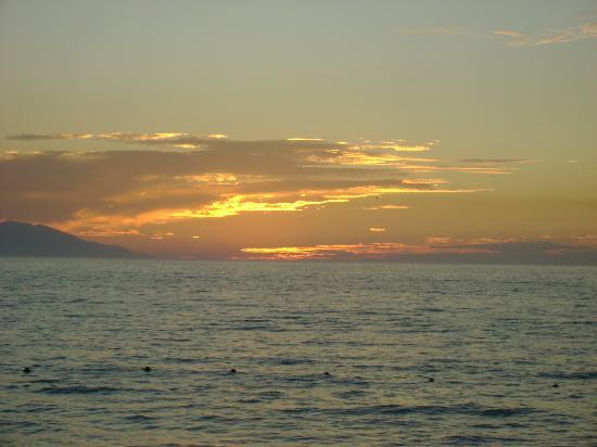 Villas Vallarta by Canto del Sol: Sunset off the beach infront of Canto Del Sol