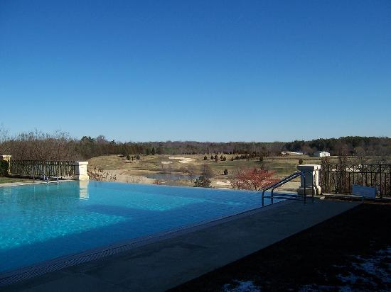 Keswick, VA: The Uber-cool Horizon Pool