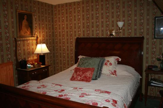 The Centre Bridge Inn: Our Room.