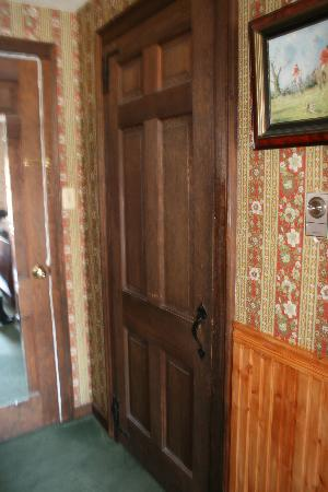 The Centre Bridge Inn: Door to the Bathroom