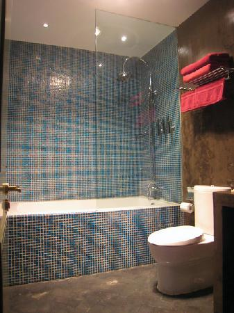 Hotel Cote Cour Beijing: Bathroom - clean and modern