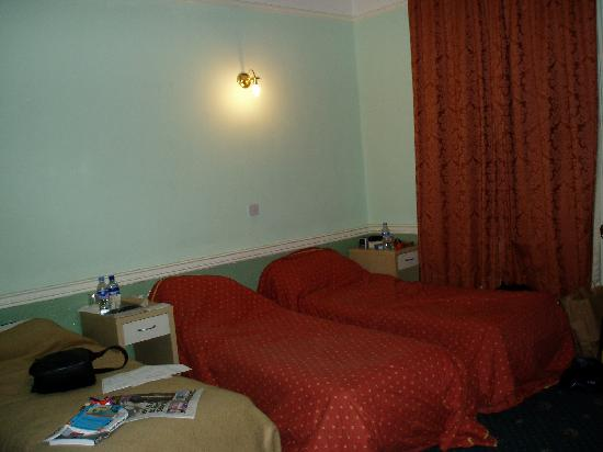 Jesmond Hotel: view of beds' side of room