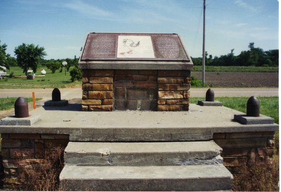 Tiptonville, TN: Battle monument, with text and map.